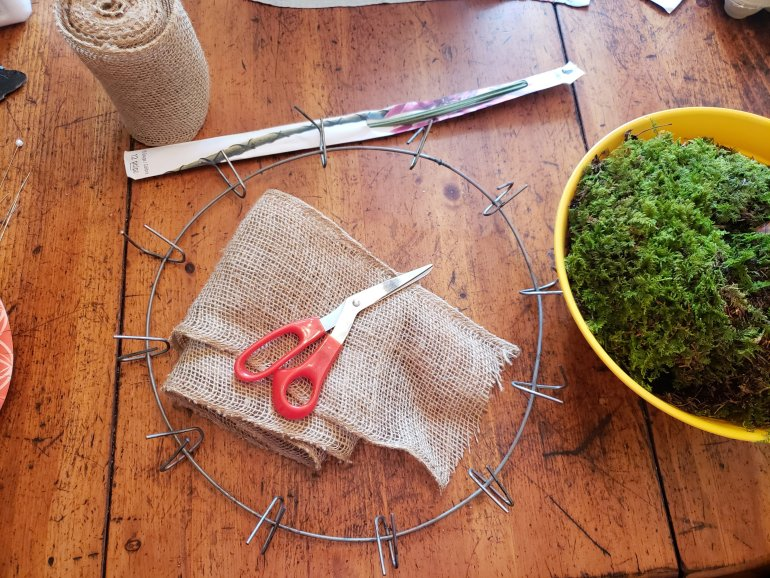How to make a moss and strawberry plant wreath | Luxuriously Thrifty