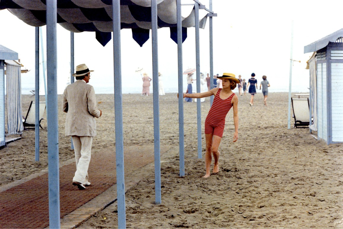 """Dirk Bogarde and Bjorn Andersen - """"Morte a Venezia"""" - Regia Luchino Visconti -1971 - Copyright Mario Tursi, archivio storico del Cinema"""