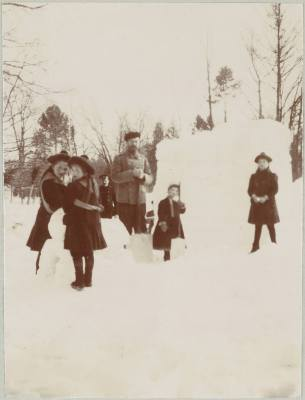Photography from the private archive of the Romanovs family-Lujon Magazine54