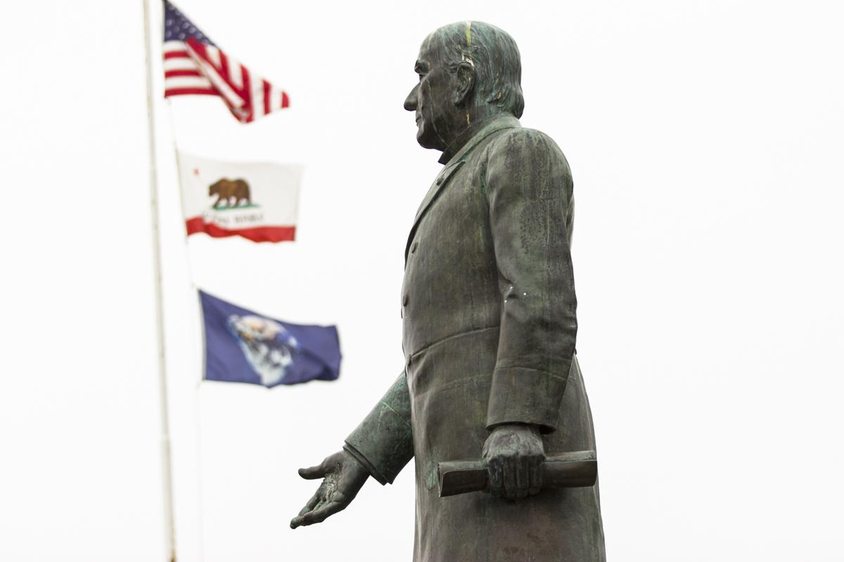 Statue1_Web.jpg