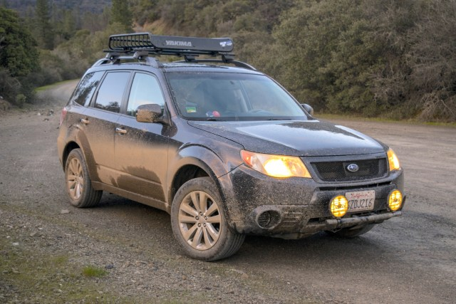 Which rooftop beast of burden is better for off-roaders and why?