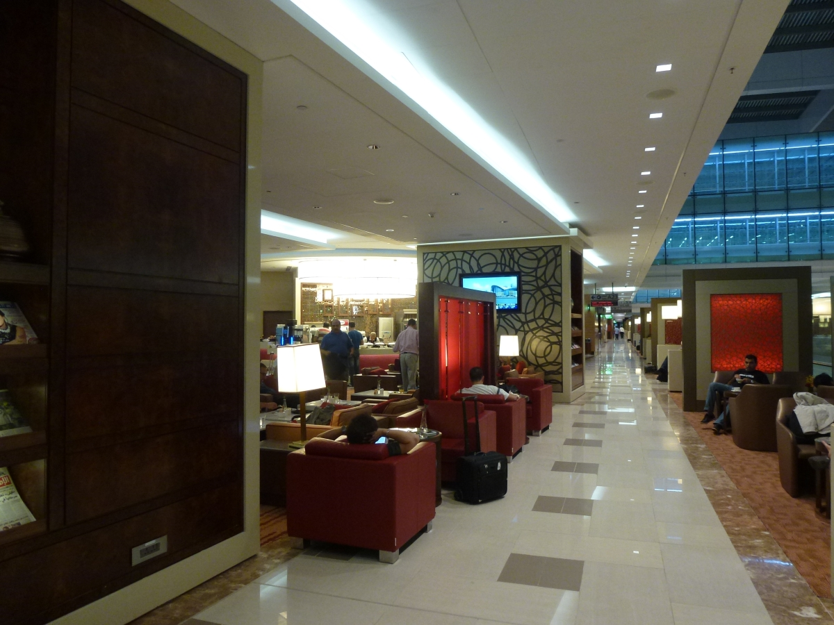 Emirates Business Class Lounge in Dubai | The Luxe Insider