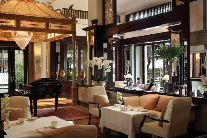 1_club-lounge-grand-piano