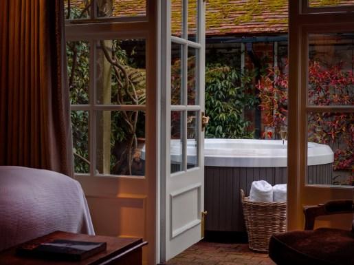Rooms - Hot Tub Suite
