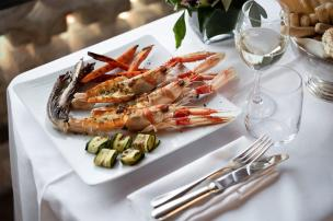 7. Rooms & Suites - San Clemente - In-Room Dining