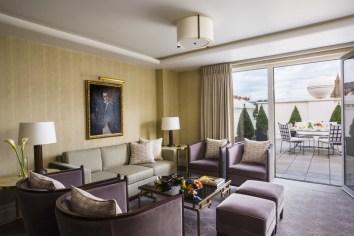 Beaumont_Mayfair_Terrace_Suite_SittingRoom_GramRoad_MR