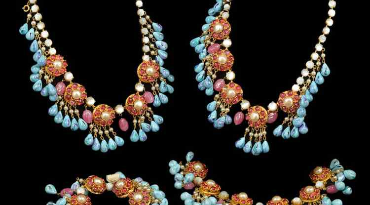 Pink and pearl cluster and poured turquoise glass bead drop necklaces and matching bracelets, estimate £100-£200