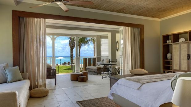 BEACHFRONT JUNIOR SUITE WITH TERRACE
