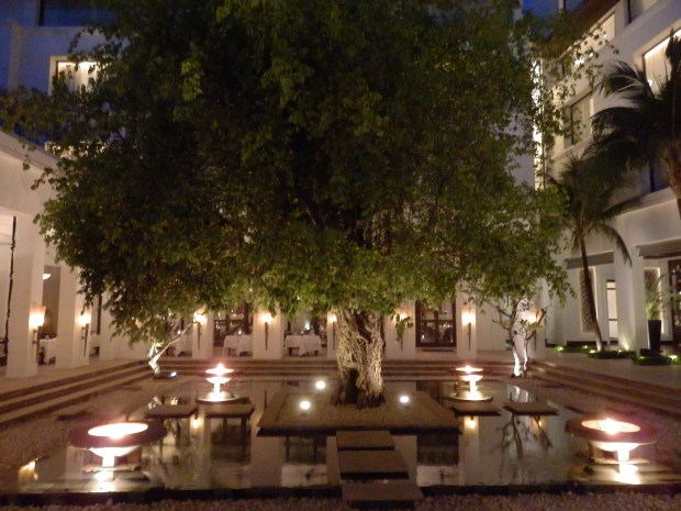 BANYAN TREE INNER COURT WITH MAIN RESTAURANT