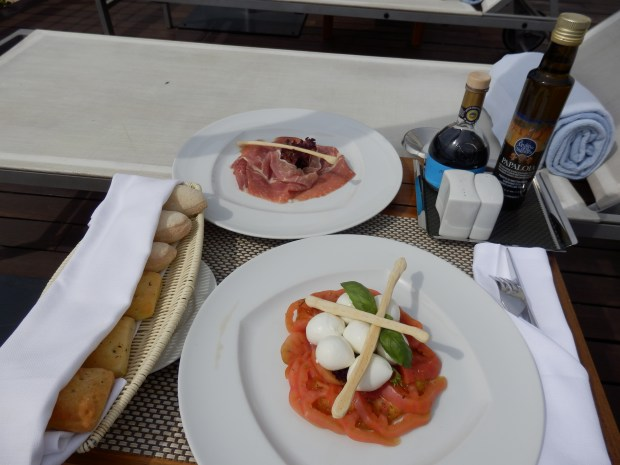 POOLSIDE SNACK: CAPRESE SALAD WITH PARMA HAM