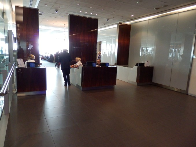 GALLERIES FIRST LOUNGE - ENTRANCE