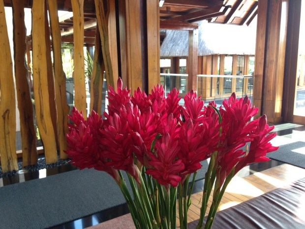 RESORT LOBBY: FLOWERS
