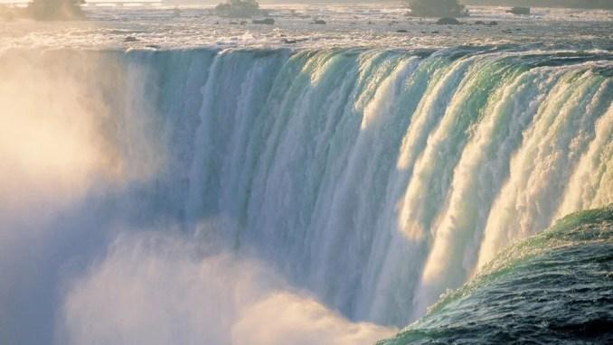 NIAGARA FALLS, USA & CANADA