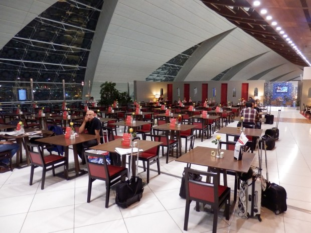 EMIRATES BUSINESS CLASS LOUNGE - RESTAURANT