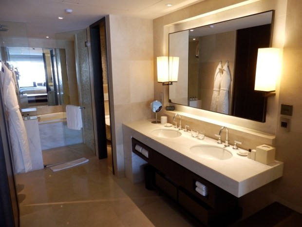 HARBOUR VIEW TWIN ROOM: BATHROOM