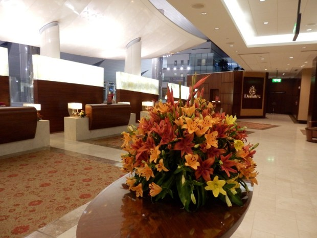 EMIRATES LOUNGE AT DXB: ENTRANCE
