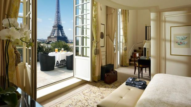 SUITE, SHANGRI-LA HOTEL, PARIS, FRANCE