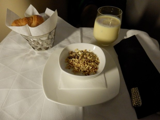 LIGHT BREAKFAST BEFORE LANDING AT ABU DHABI