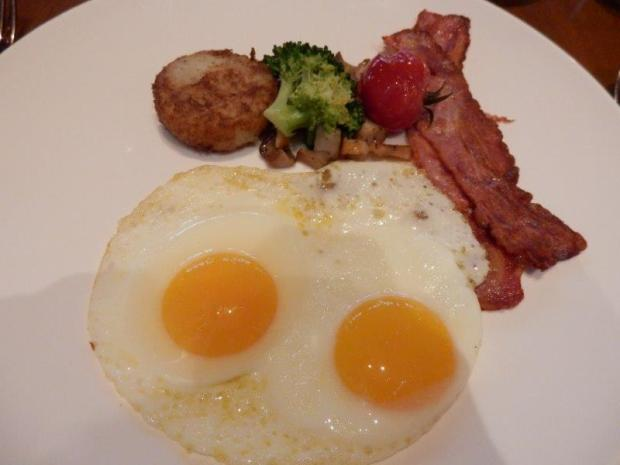 THE GRILL RESTAURANT: BREAKFAST