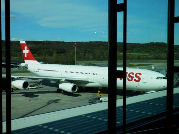 SWISS AIRBUS A340 (REGISRTATION NR HB-JMJ), READY FOR BOARDING