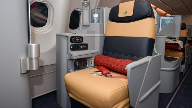 ALITALIA NEW BUSINESS CLASS SEAT