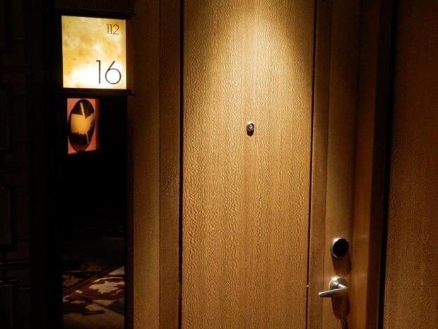 GRAND VICTORIA HARBOUR ROOM: ENTRANCE