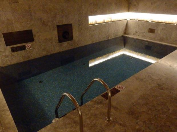 IRIDIUM SPA: THREE INDOOR POOLS