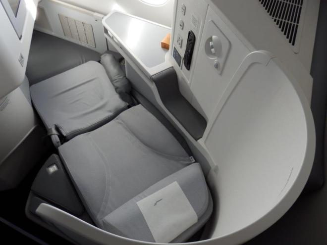 BUSINESS CLASS SEAT: FLAT BED
