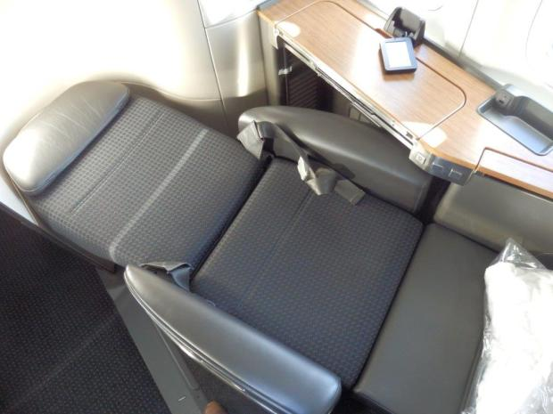 FIRST CLASS SEAT: FLAT BED POSITION