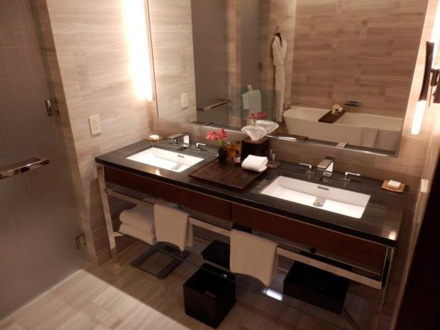 PARK KING DELUXE ROOM: BATHROOM