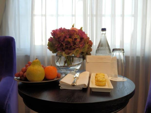 GRAND EXECUTIVE ROOM: WELCOME SNACKS, FRUIT & LETTER