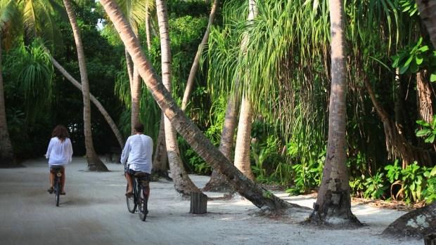 SONEVA FUSHI - BICYCLE RIDE