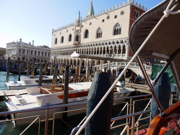 BOAT TRIP FROM VENICE TO HOTEL