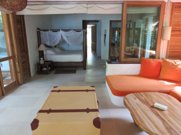 FAMILY VILLA SUITE WITH POOL: LIVING ROOM