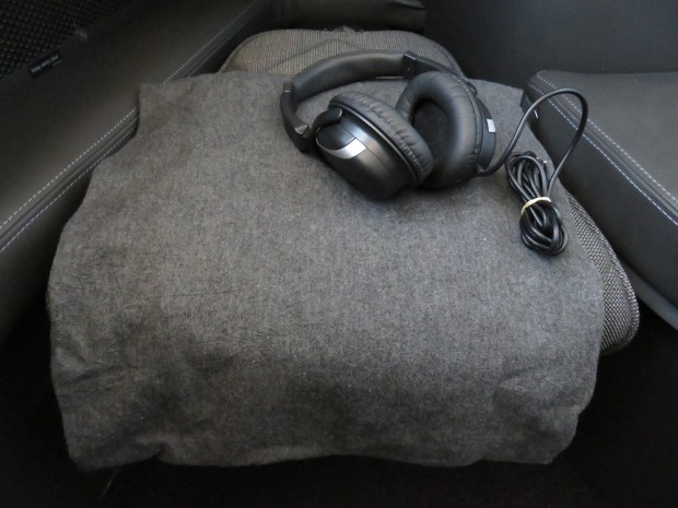 HEADPHONES & BLANKET