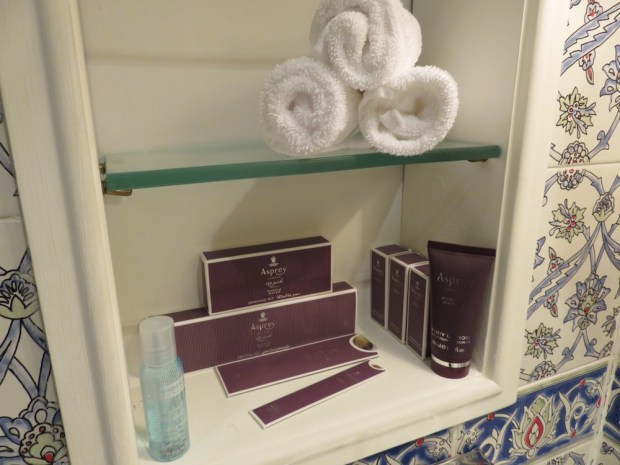 DELUXE GARDEN VIEW ROOM: BATHROOM