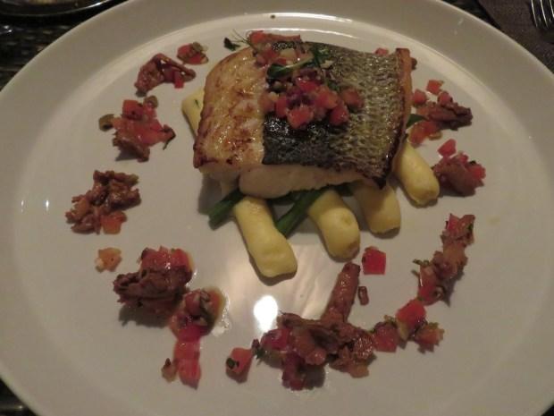 THE BEACH RESTAURANT: DINNER