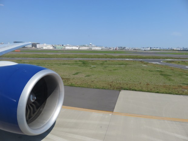 FLIGHT PATH: ENGINE VIEW BEFORE TAKEOFF