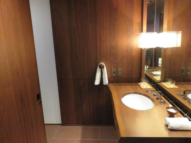 ANDAZ BAY VIEW TWIN ROOM: BATHROOM