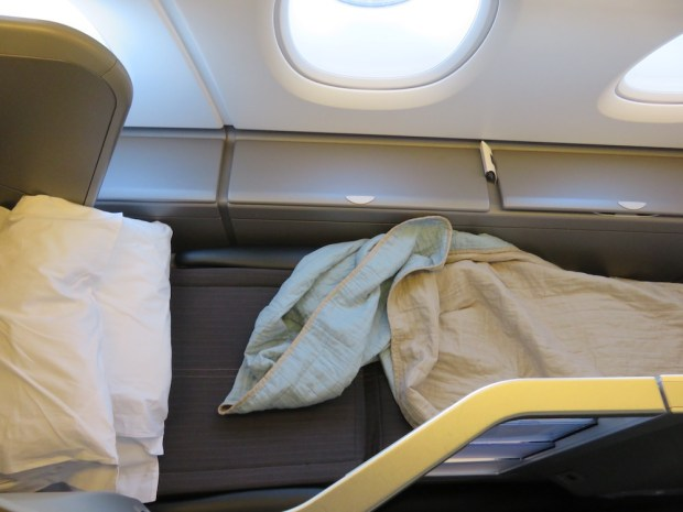 BUSINESS CLASS SEAT 56K: FLAT BED POSITION