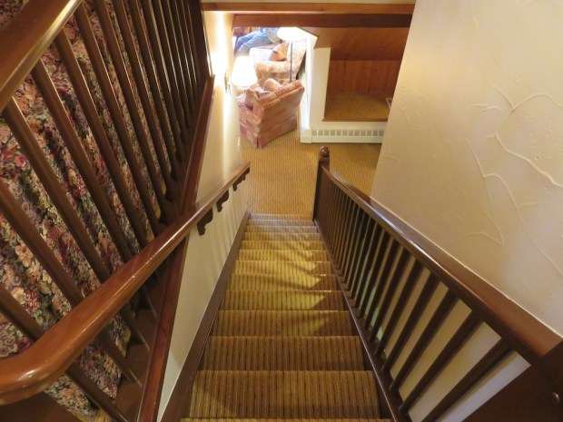 SUITE: STAIRS TO UPPER FLOOR
