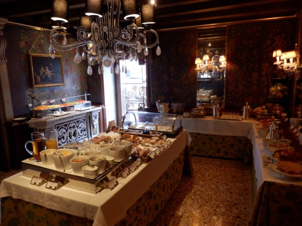 RESTAURANT CLUB DEL DOGE: BREAKFAST