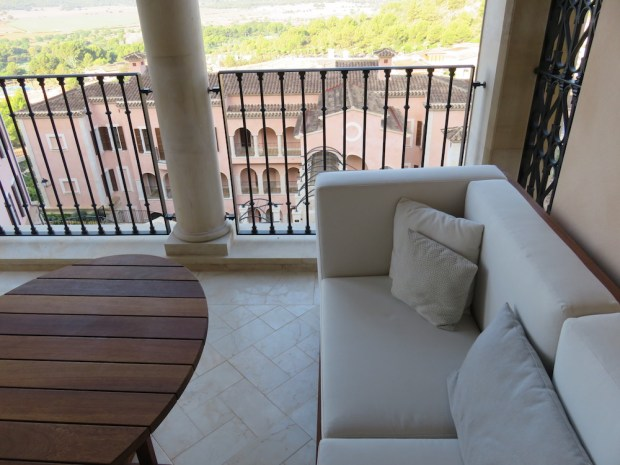 VIEW ROOM - BALCONY