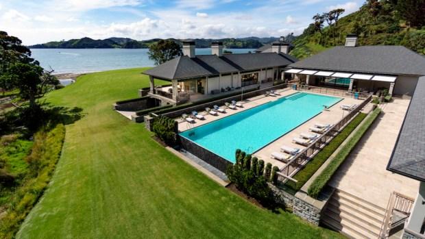 HELENA BAY LODGE, NEW ZELAND