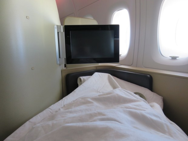 FIRST CLASS SEAT (FLATBED POSITION)