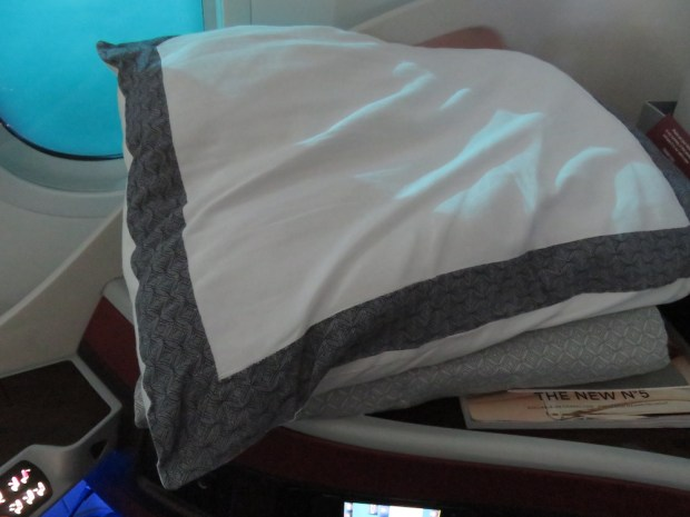 PILLOW & LIGHT BLANKET