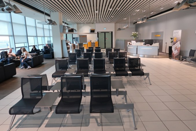 LUFTHANSA BUSINESS LOUNGE C14/C15