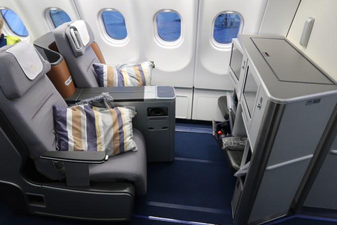 LUFTHANSA A330 BUSINESS CLASS SEAT