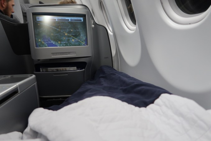 LUFTHANSA A330 BUSINESS CLASS SEAT: FLAT BED POSITION