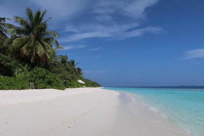 SONEVA FUSHI: BEACH ON SUNRISE SIDE